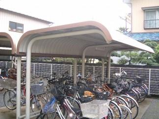 駐輪場(修繕前)