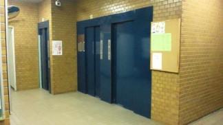 エレベーターホール(修繕前)