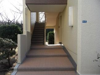 階段室(修繕後)