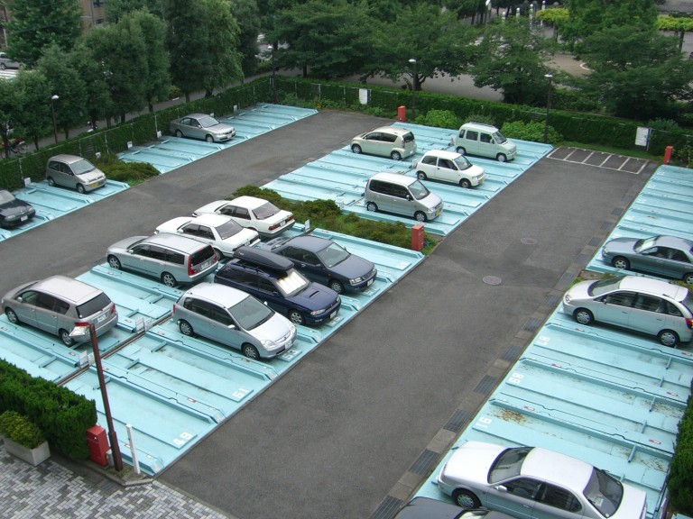 駐車場(修繕前)