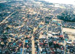 ※写真:日建技術コンサルタント2004年7月新潟県 2004年7月 新潟県:破堤11箇所 家屋浸水 13,000棟