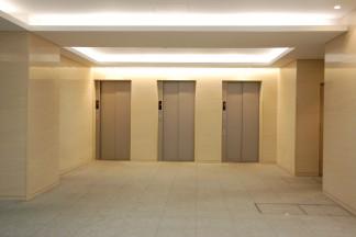 エレベーターホール(修繕後)