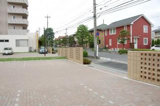 道路境界にデザインブロック壁を新設(修繕後)