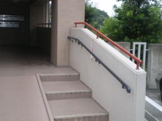 手すりを付けた階段(修繕後)