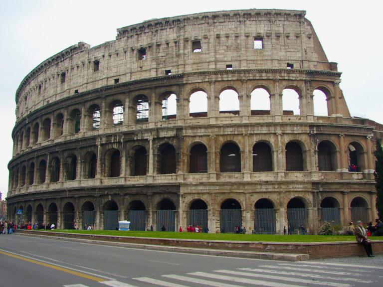 ローマンコンクリートの代表的建物 コロッセオ